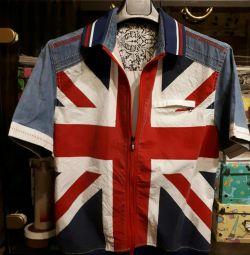 Shirt with a zipper.
