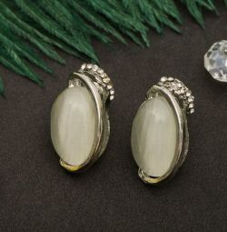 Oval earrings shine. New ones.