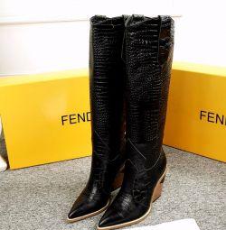чоботи FENDI