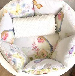 Νέα πλευρικά μαξιλάρια με κουβέρτα Bullfinch Suite