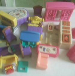 Σπίτι με έπιπλα και κούκλες
