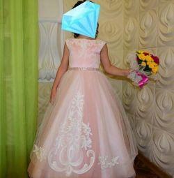 Платье нарядное на девочку 120-150 рост