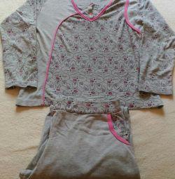Pajamas with hares