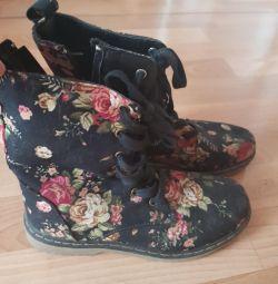 Μπότες μέγεθος 38