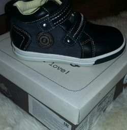 Pantofi noi pentru băiat