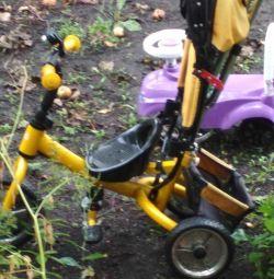 bicicletă cu trei roți