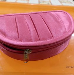 New cosmetic bag with a mirror