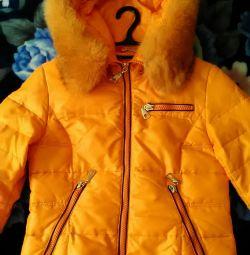 Куртка жіноча зимова з хутром.