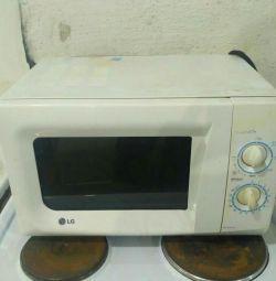 Продам микроволновую печь Лж