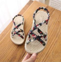дитячі сандалії