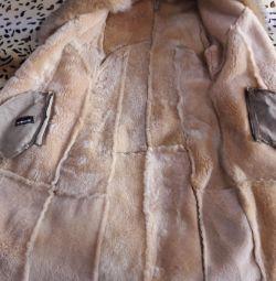 Koyun derisi palto düz. 42-44 beden Yakalı tilki.
