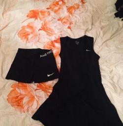 Спортивне тенісне плаття з шортамі.фітнес