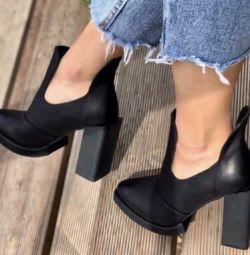 Туфлі ботильйони нові 35 розмір