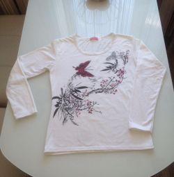 T-shirt cotton with long sleeves. Condition of new