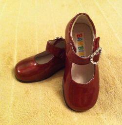 Νέα παπούτσια 22 μεγεθών.