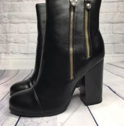 Boots NEW, size 38
