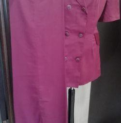 Takım elbise rengi, şarap rengi, büyüklüğü 50-52.