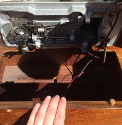 Швейная машинка Чайка 2 с тумбой