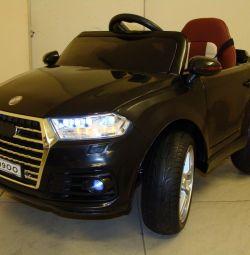Дитячий електромобіль Audi Q7 O009OO Bluetooth
