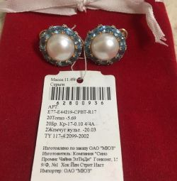 Gold earrings with pearls, topazes, diamonds