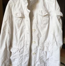 Jacket / windbreaker / bomber jacket.