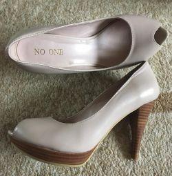 Γυμνά παπούτσια (νέα από NO ONE)