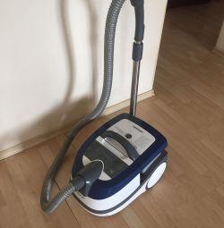 Vacuum cleaner washing