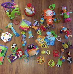 Un pachet de jucării de marcă
