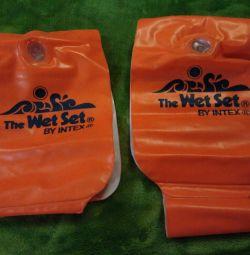 Inflatable pool sleeves