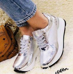 кроссовки новые р. 38 24,5 см