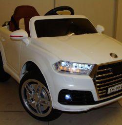 Дитячий електромобіль Audi Q7 O009OO Білий