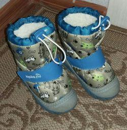 Продам зимние сапожки Капика