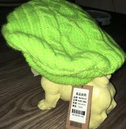 Нова шапка-беретка