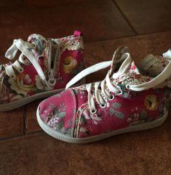 Spor ayakkabısı 28