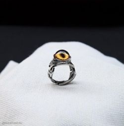 Ring with the Eye of a Golden Cat