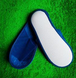 Papuci albastre cu talpă de cauciuc pentru băi, saune