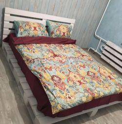 Κρεβάτι σε παλέτα στυλ παλετών