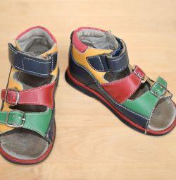 Kız için ortopedik sandalet, 24 beden