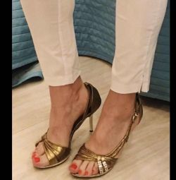 Elegant golden sandals for the New Year 38