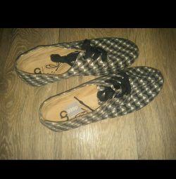Yepyeni ayakkabı