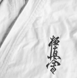 Broderie personalizată pe kimono