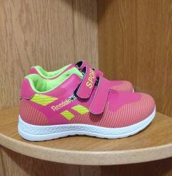 Новые кроссовки р 32-33