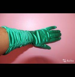 Gloves, satiny, green