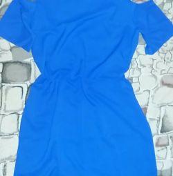 Κομψό νέο φόρεμα