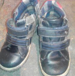 Pantofi, sandale.