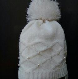 Очень красивая шапочка с жемчужинками