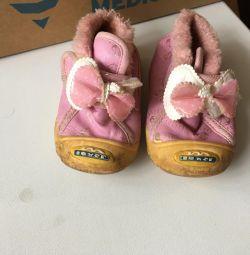 Ayakkabılar çok küçük! İlk adımlarda ve onlardan önce