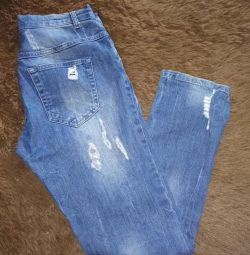 Jeansul sa zdruncinat
