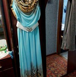 Îmbrăcăminte delicată de culoare turcoaz