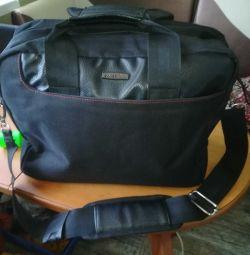 Τσάντα ώμου για άνδρες.